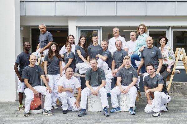 Das Team vor unserem Betrieb in der Linsenöschstraße